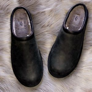 🆕UGG Black Suede Leather Fur Lined Slippers